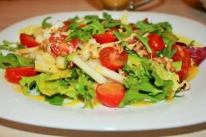 Легкий и вкусный салат с авокадо