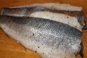 Рыбные рулеты из сибаса